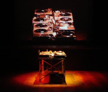 Setup with video projection at Goethe-Institut in Buenos Aires (2007)